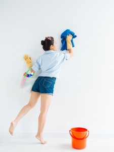 iStock_000052018734_Cleaning-Wiping-Wall.jpg.rend.hgtvcom.1280.1707